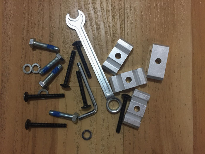 Tools and screws use in Tarendo table